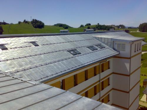 strecha z titánzinku - hotel Donovaly