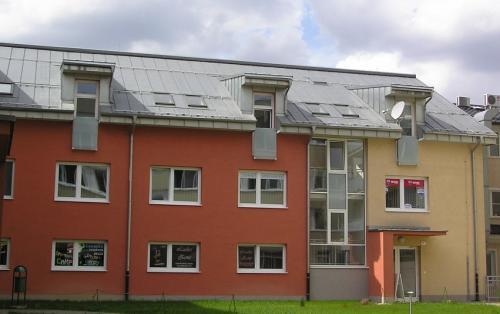titánzinkobá strecha a fasáda - Bytový dom Prievidza